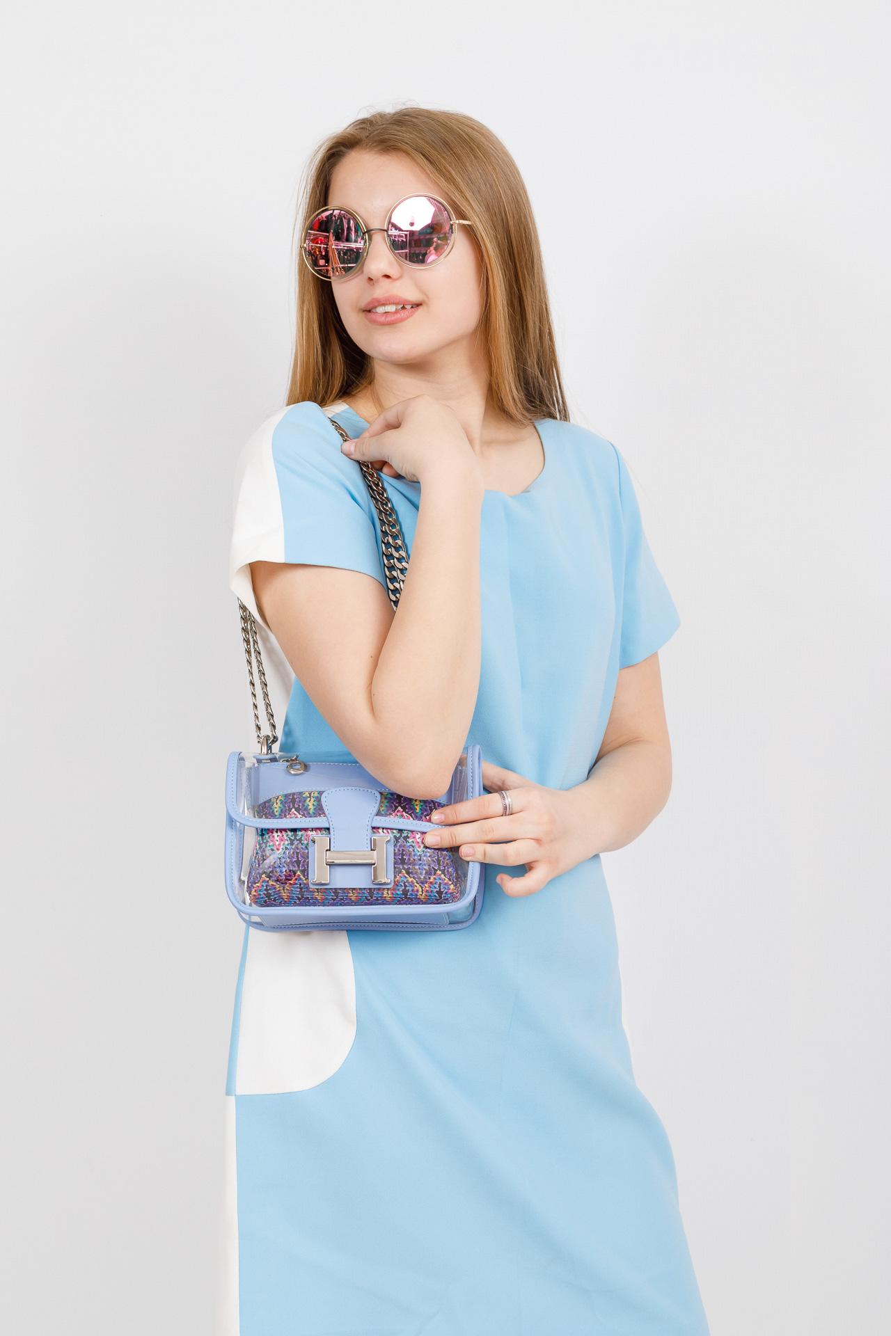На фото 4 - Яркая и летняя кросс-боди из прозрачного винила, цвет голубой
