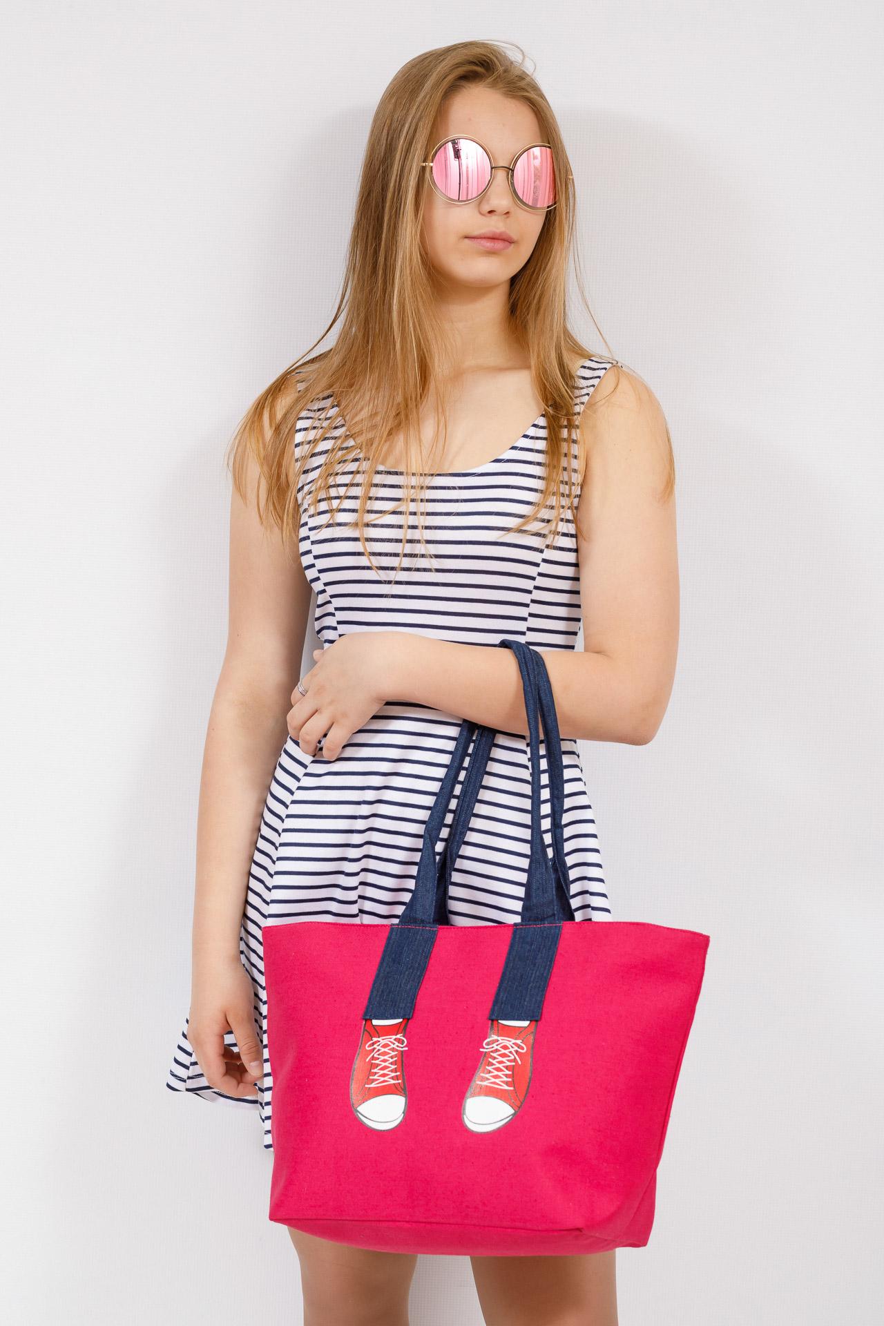 На фото 4 - Шоппер из текстиля с принтом-аппликацией, цвет розовый