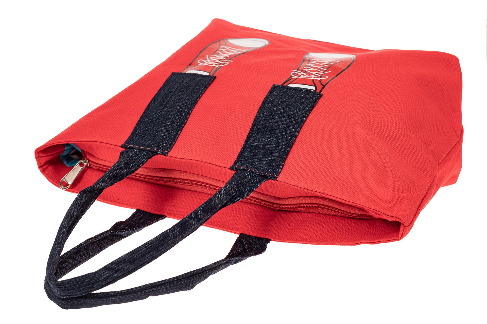 На фото 3 - Шоппер из текстиля с принтом-аппликацией, цвет красный