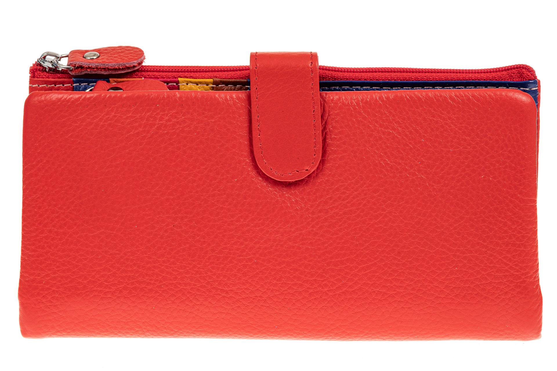 На фото 1 - Женский кошелек из натуральной кожи, цвет красный