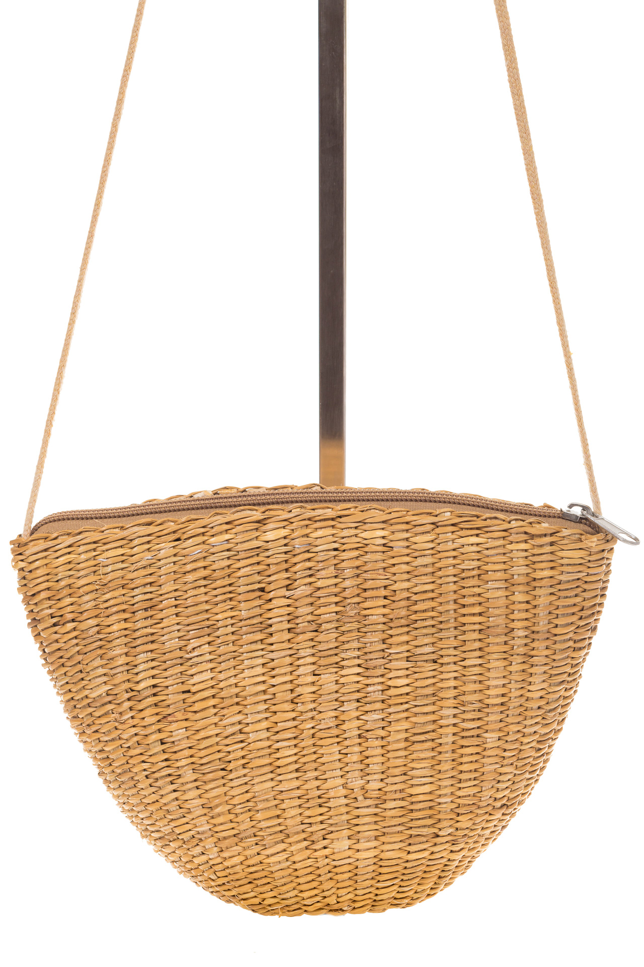 На фото 2 - Соломенная сумка-ведро коричневого цвета 3781