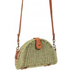 На фото 1 - Компактная соломенная сумка на длинном ремешке, цвет зеленый