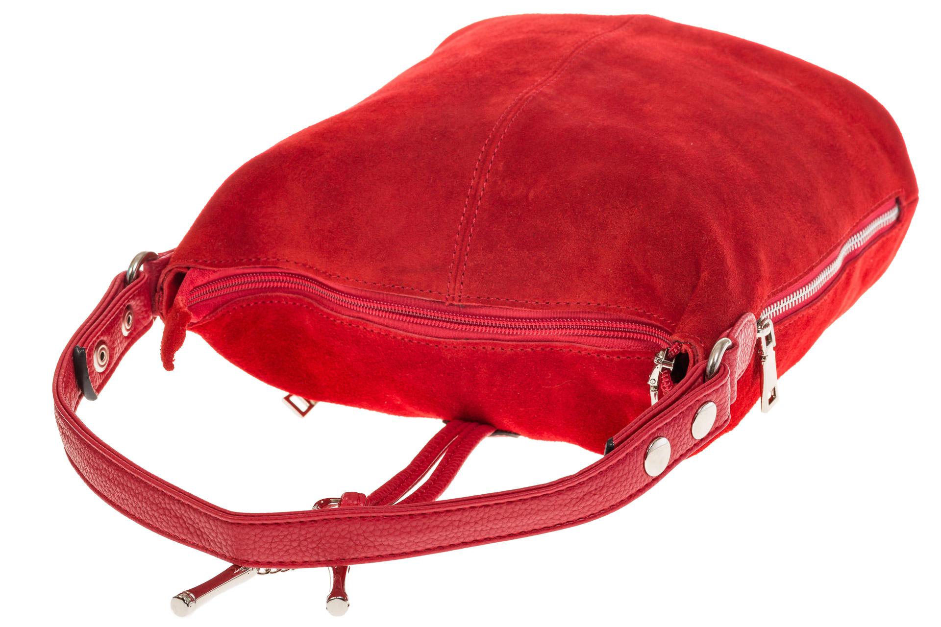 На фото 4 - Сумка Хобо из натуральной замши красного цвета