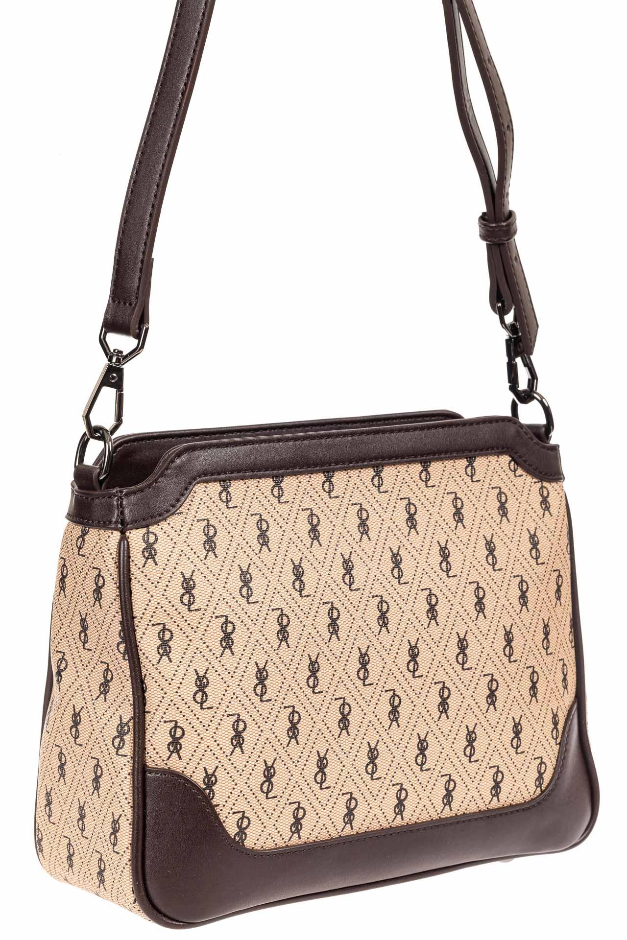 На фото 1 - Женская классическая сумка из кожзама, цвет бежевый