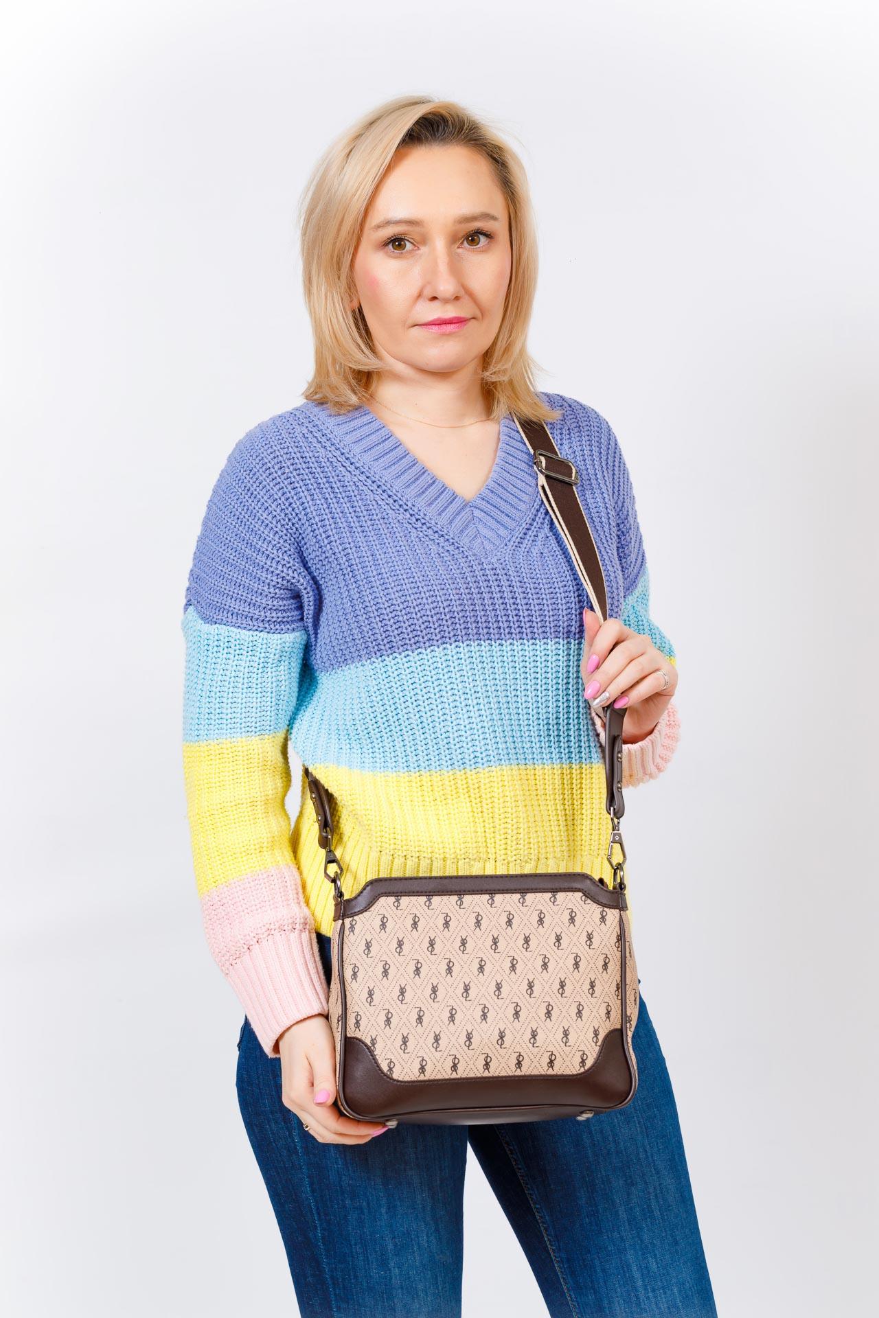 На фото 5 - Женская классическая сумка из кожзама, цвет бежевый