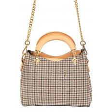 На фото 3 - Женская сумка из кожзама с жесткими ручками, цвет бежевый