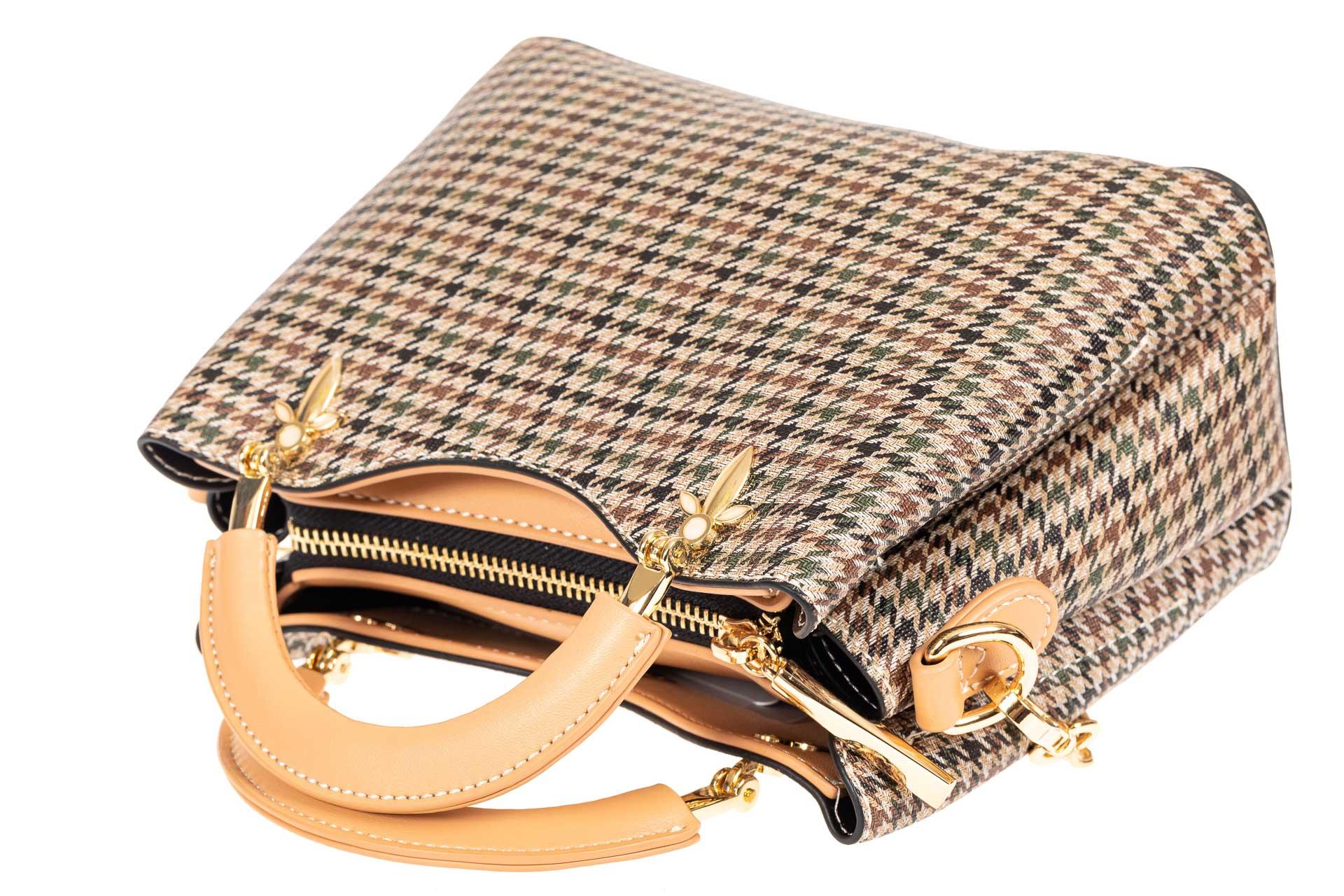На фото 4 - Женская сумка из кожзама с жесткими ручками, цвет бежевый