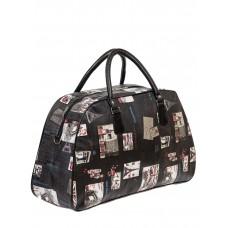 На фото 1 - Женская дорожная сумка из ПВХ с принтом, цвет тёмно-серый