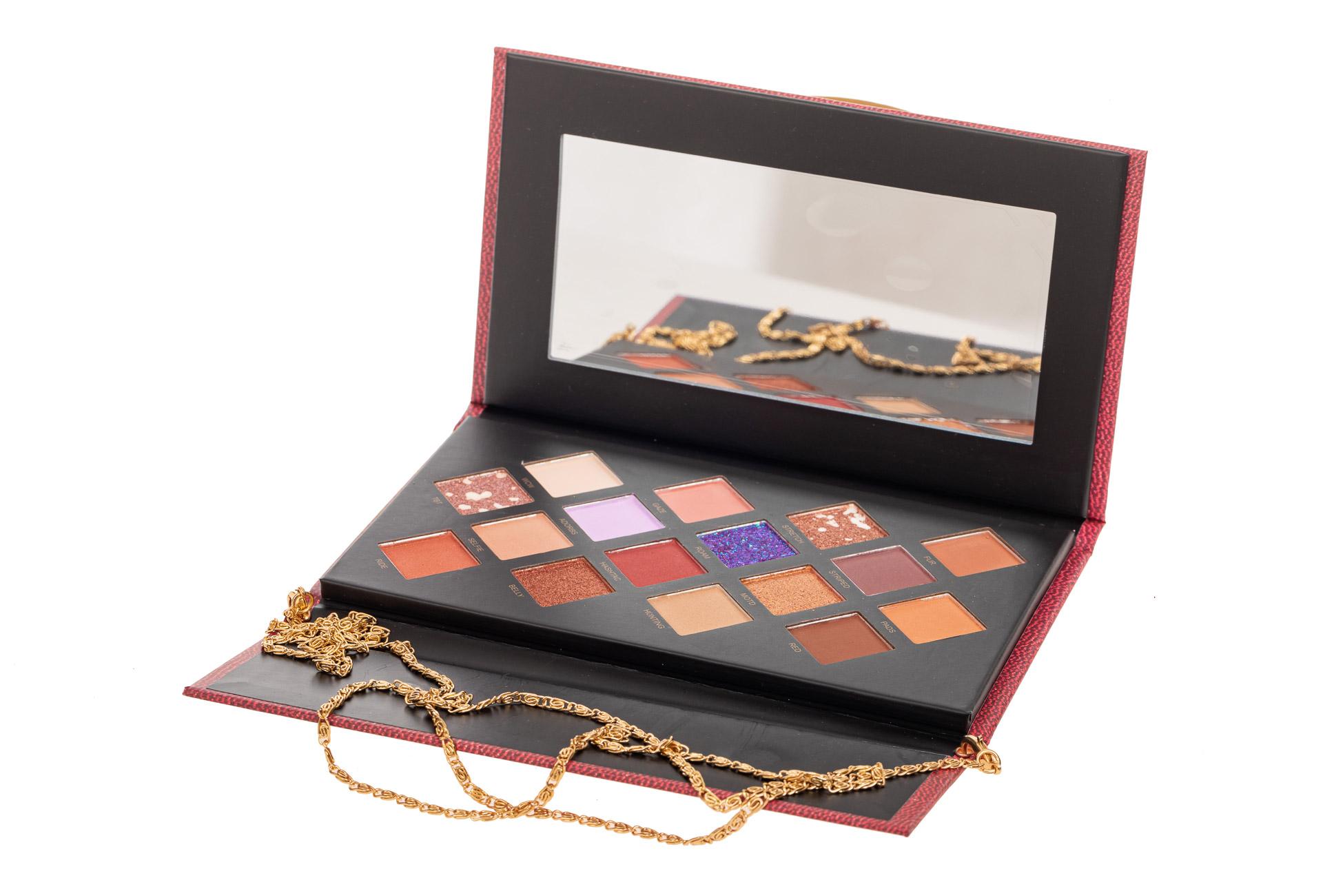 На фото 3 - Палетка теней в подарочной упаковке, коричнево-шоколадная палитра