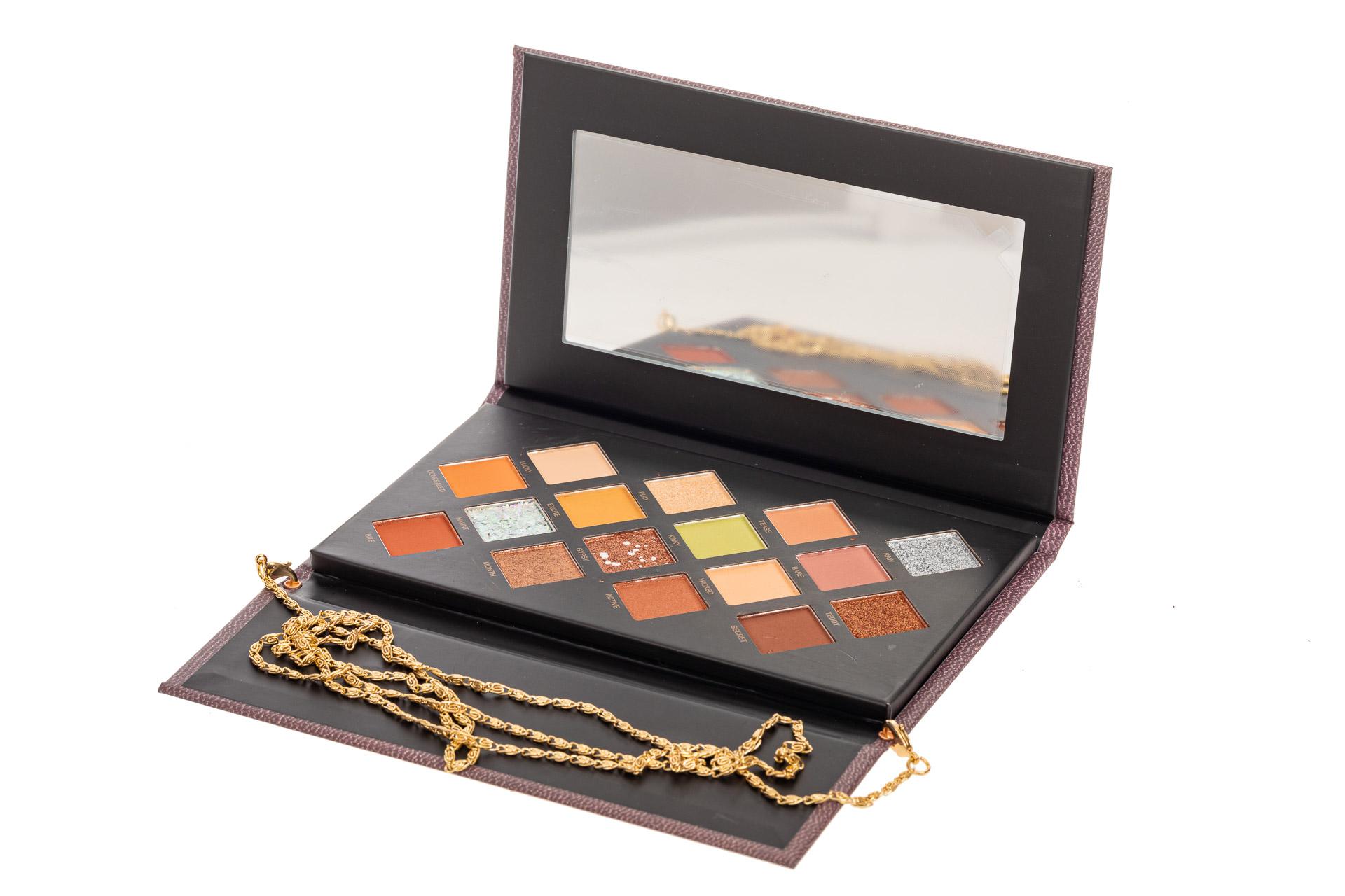 На фото 3 - Палетка теней в подарочной упаковке, палитра шоколад с серебром