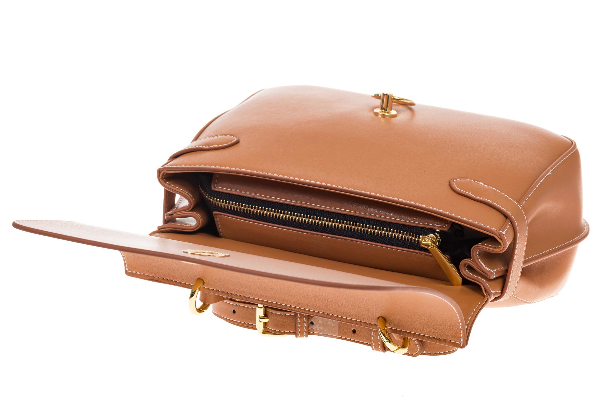 На фото 4 - Бежевая сумка из кожи с верхним клапаном 5046-1