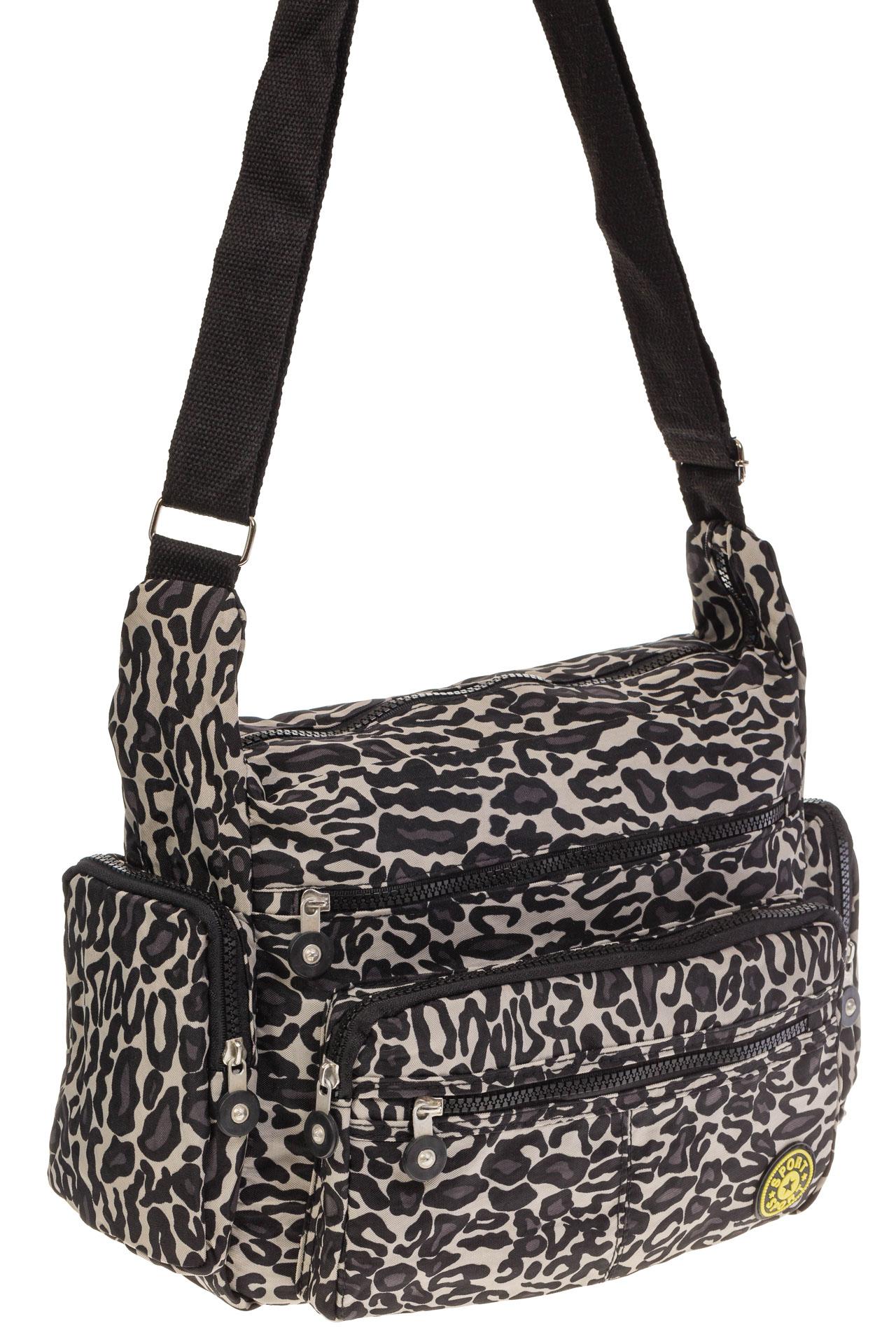 На фото 1 - Текстильная темная сумка с принтом снежный барс