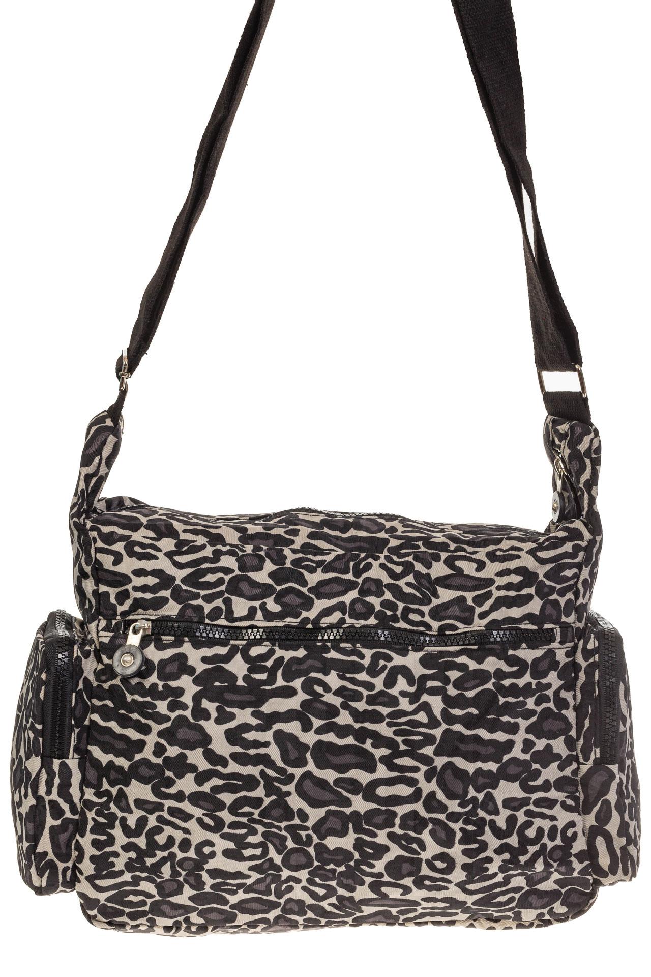 На фото 3 - Текстильная темная сумка с принтом снежный барс