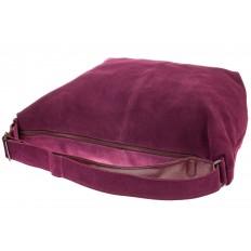 На фото 4 - Замшевая сумка хобо бордового цвета