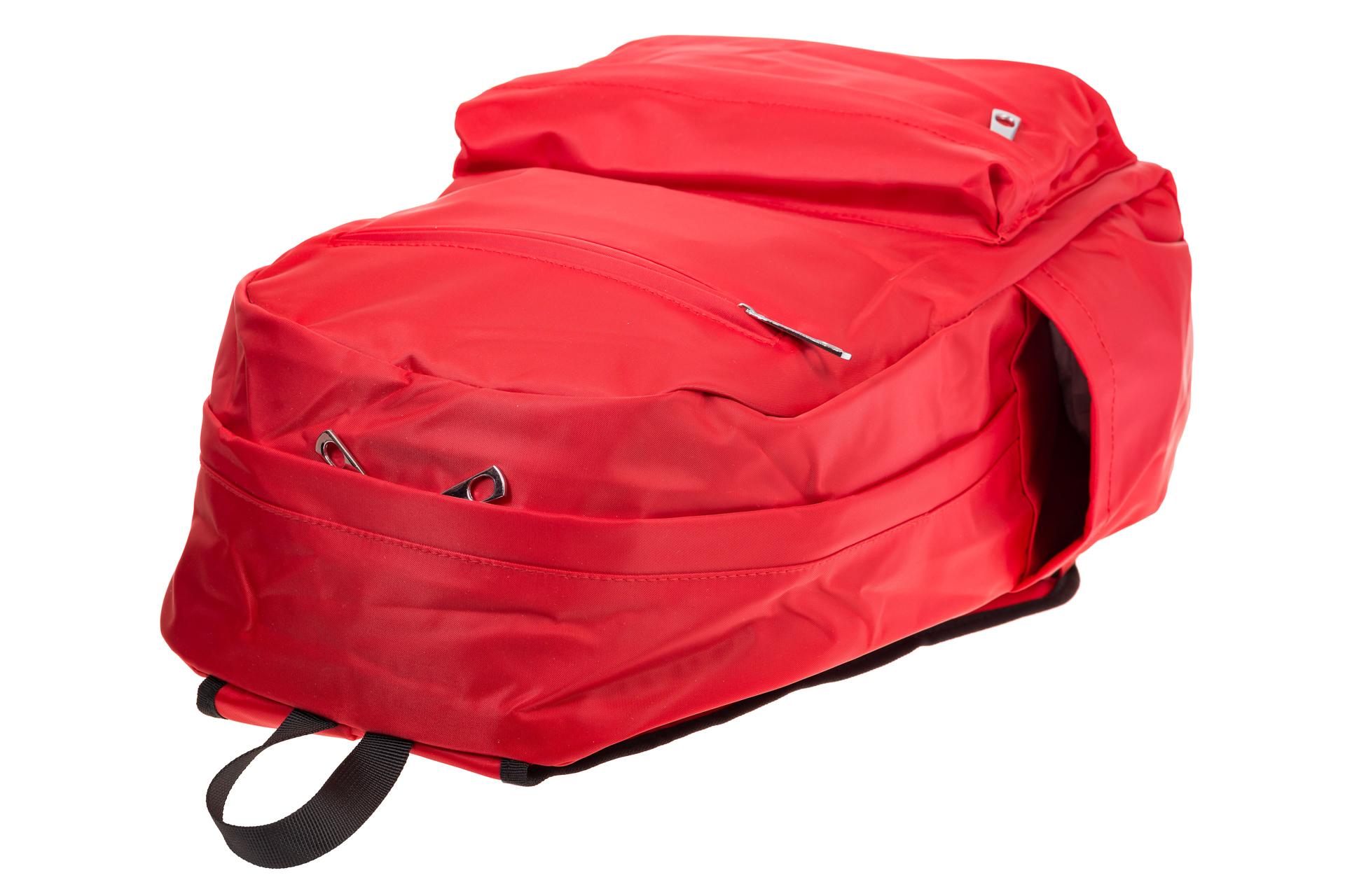На фото 4 - Вертикальный рюкзак из текстиля, цвет – красный