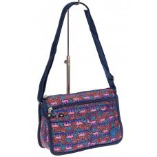 На фото 1 - Женская тканевая сумка кросс-боди с принтом, цвет комбинированный