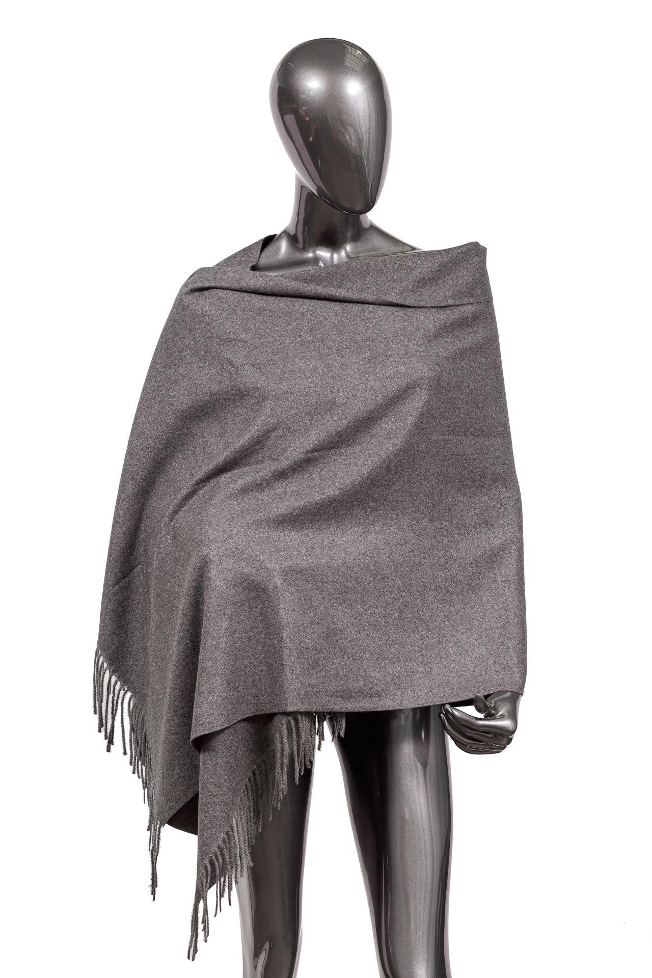 На фото 1 - Зимний шарф-палантин из шерсти, цвет серый