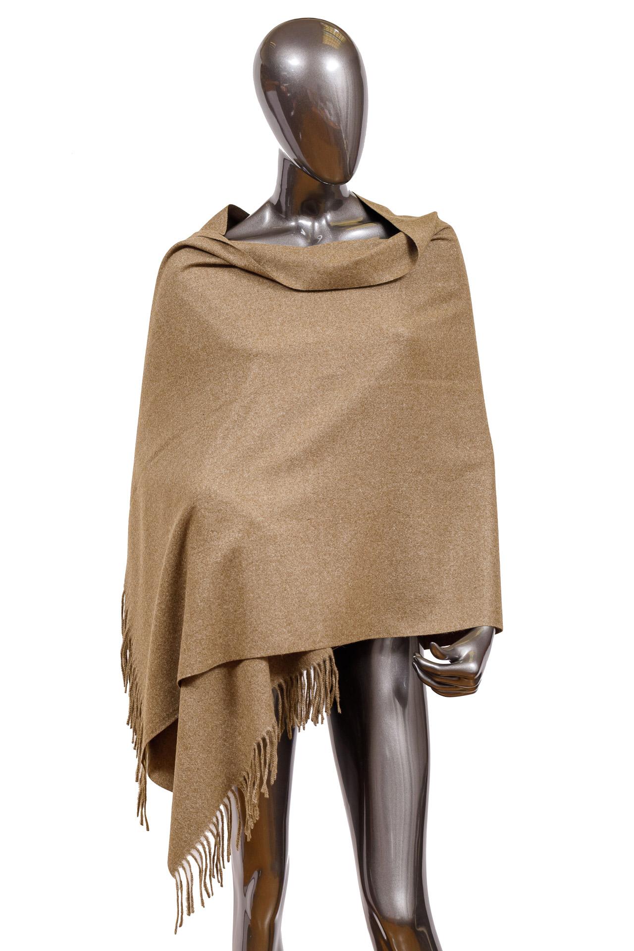 На фото 1 - Шарф-палантин из шерсти, цвет хаки