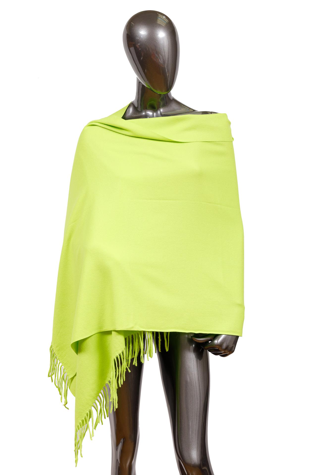 На фото 1 - Шерстяной шарф-палантин, цвет салатовый