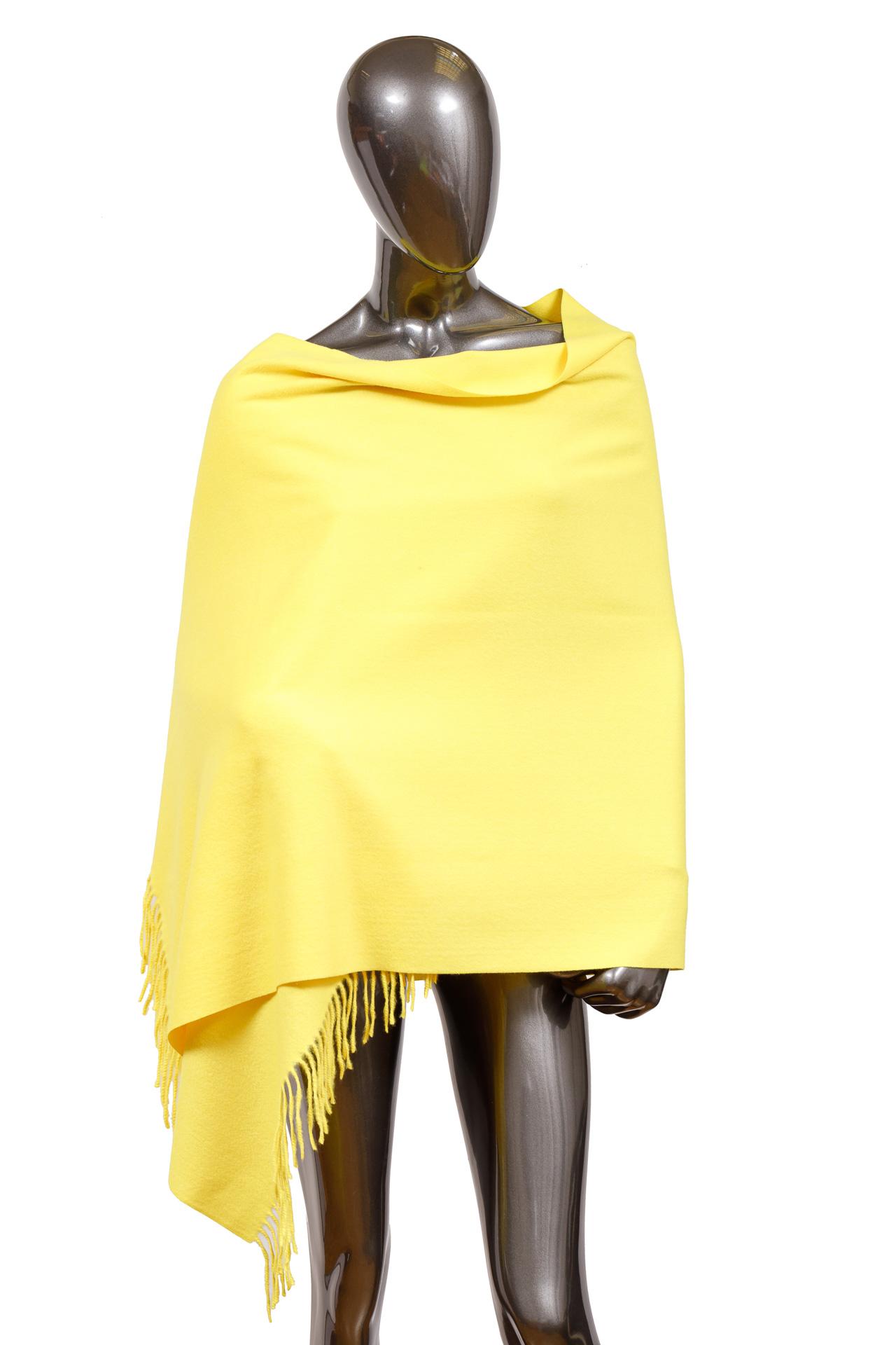 На фото 1 - Шарф-палантин из шерсти, цвет желтый