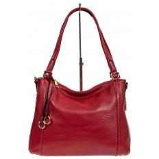 На фото 2 - Классическая женская сумка из натуральной кожи с декоративной подвеской, цвет красный