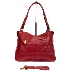 На фото 3 - Классическая женская сумка из натуральной кожи с декоративной подвеской, цвет красный