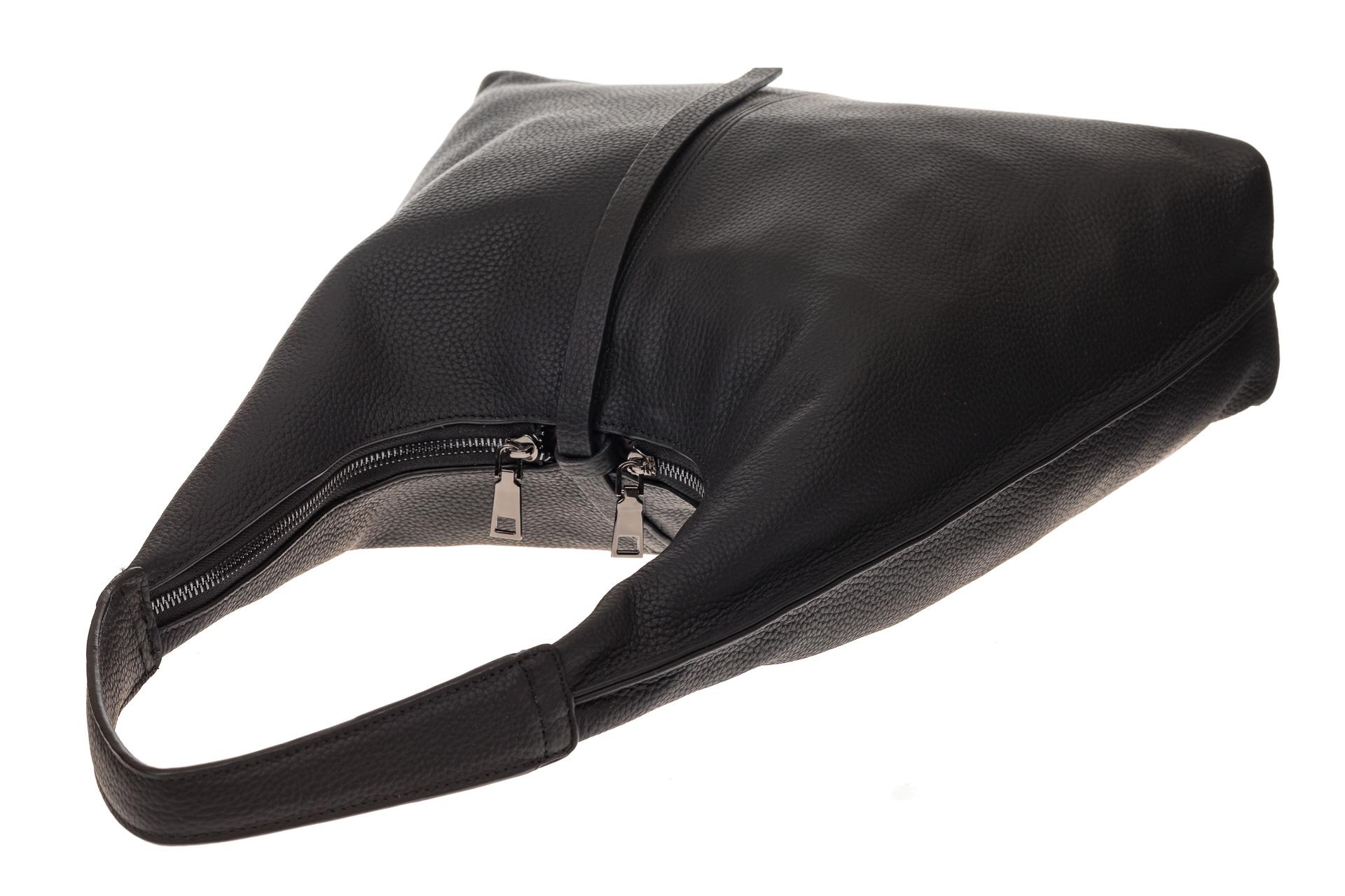 На фото 4 - Кожаная сумка хобо, цвет черный