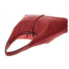 На фото 4 - Кожаная сумка хобо, цвет красный