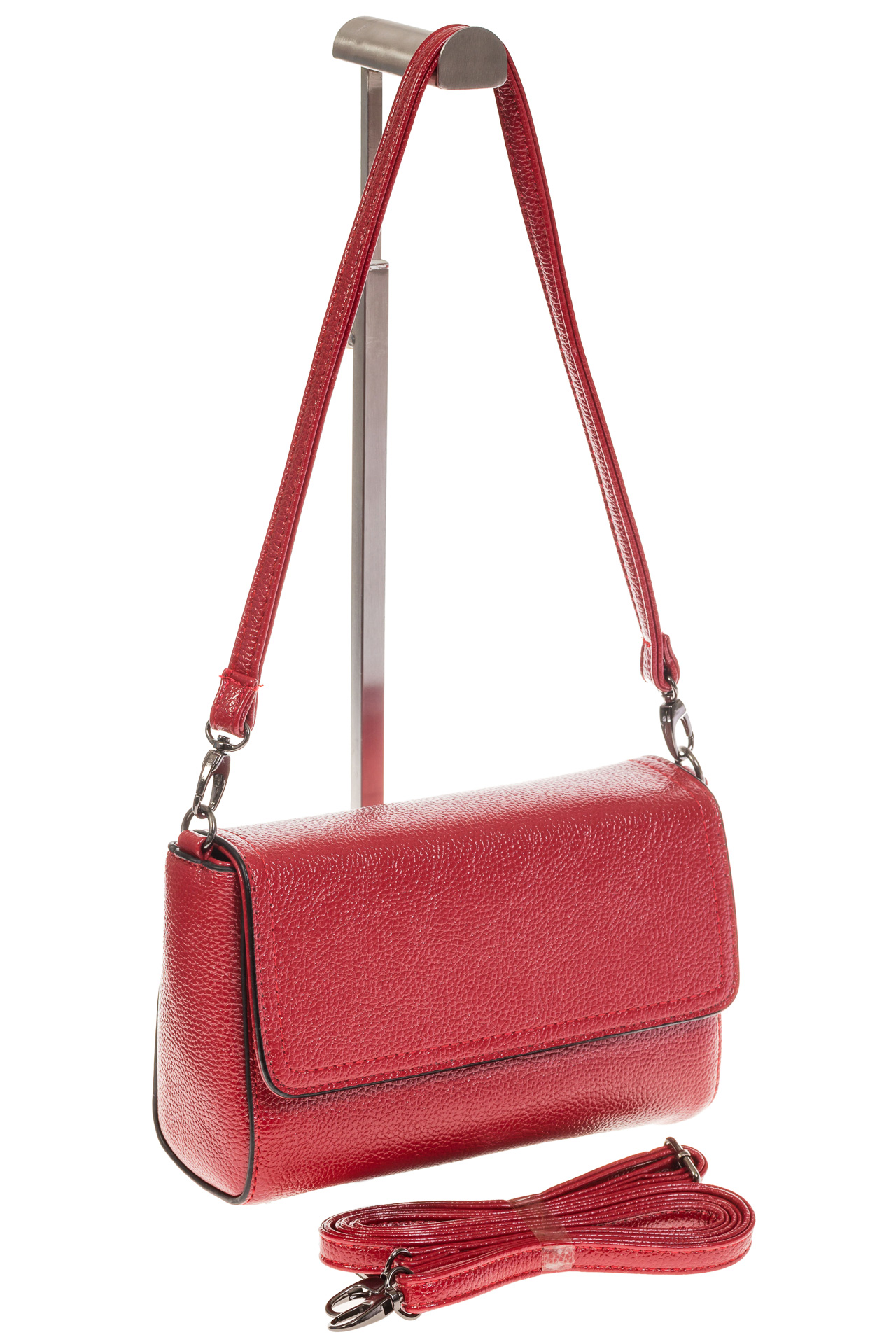 На фото 1 - Красная маленькая сумка из искусственной кожи
