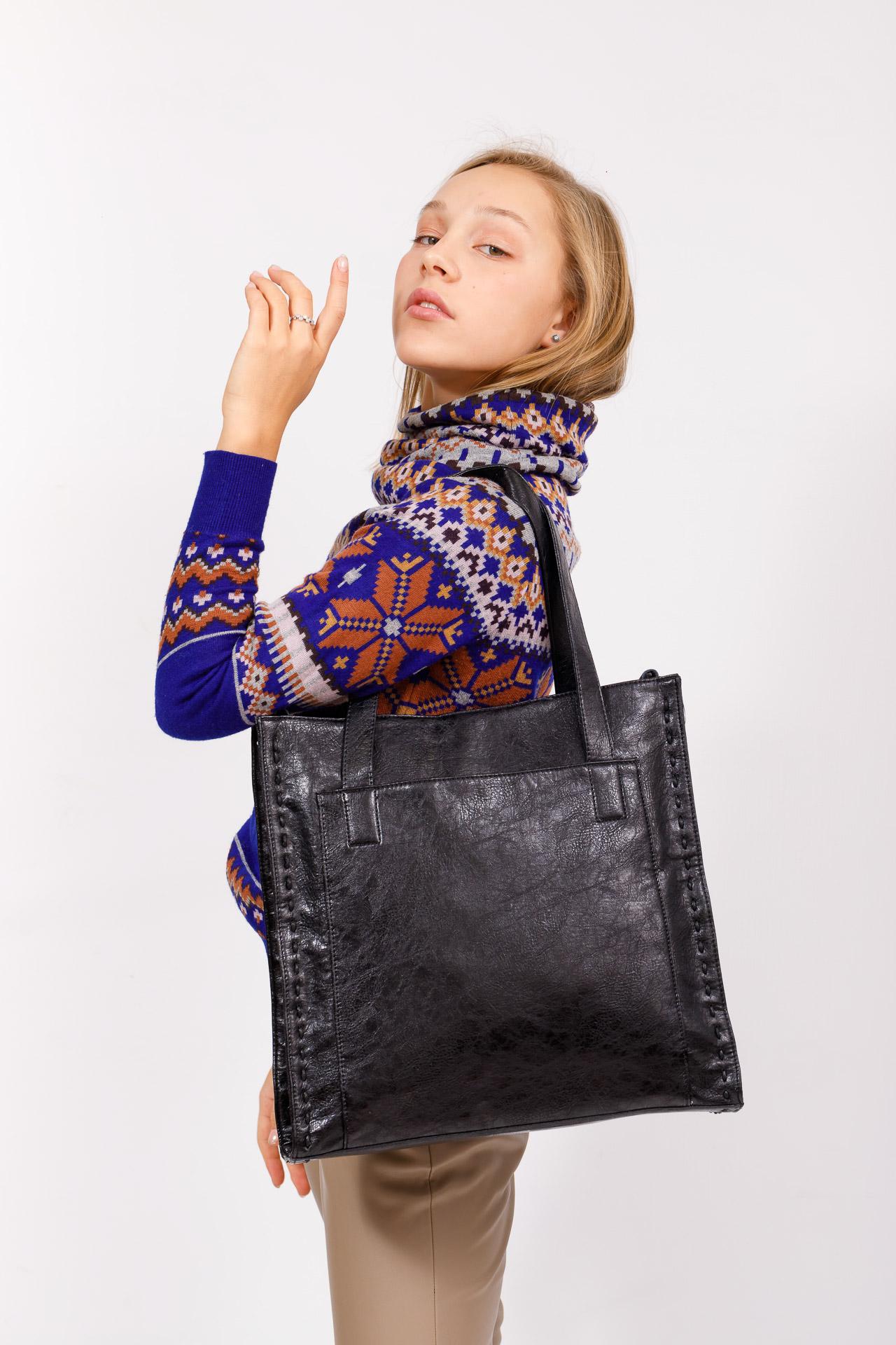 На фото 5 - Большая качественная сумка комбинированная, цвет черный