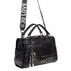 На фото 1 - Женская сумка из фактурной искусственной кожи с подвесками, цвет чёрный