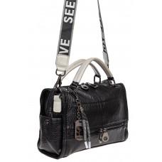 На фото 1 - Женская сумка из фактурной искусственной кожи с подвесками, цвет чёрный с серебристым