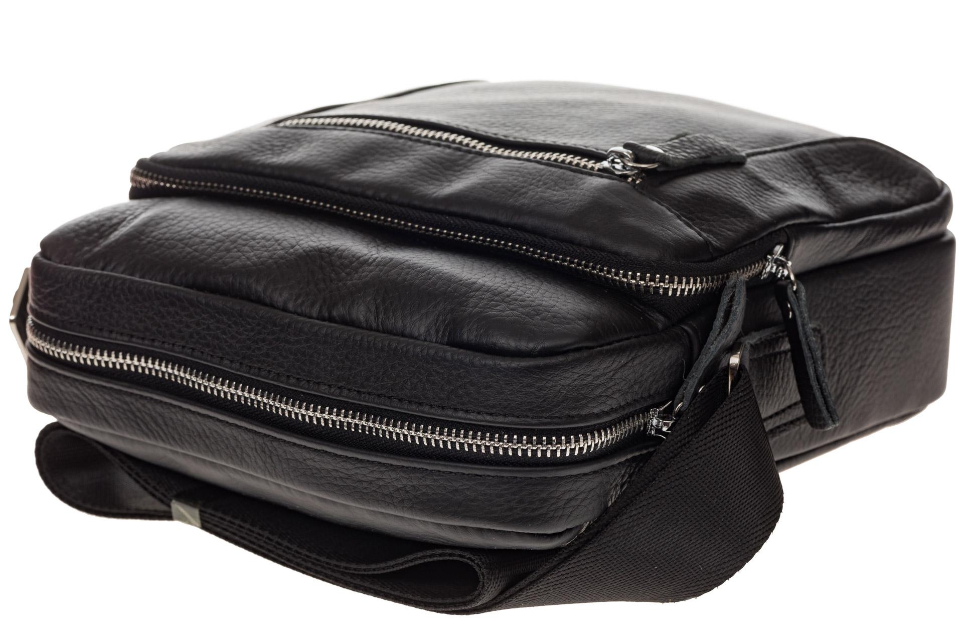 На фото 4 - Квадратная мужская сумка из кожи, цвет черный