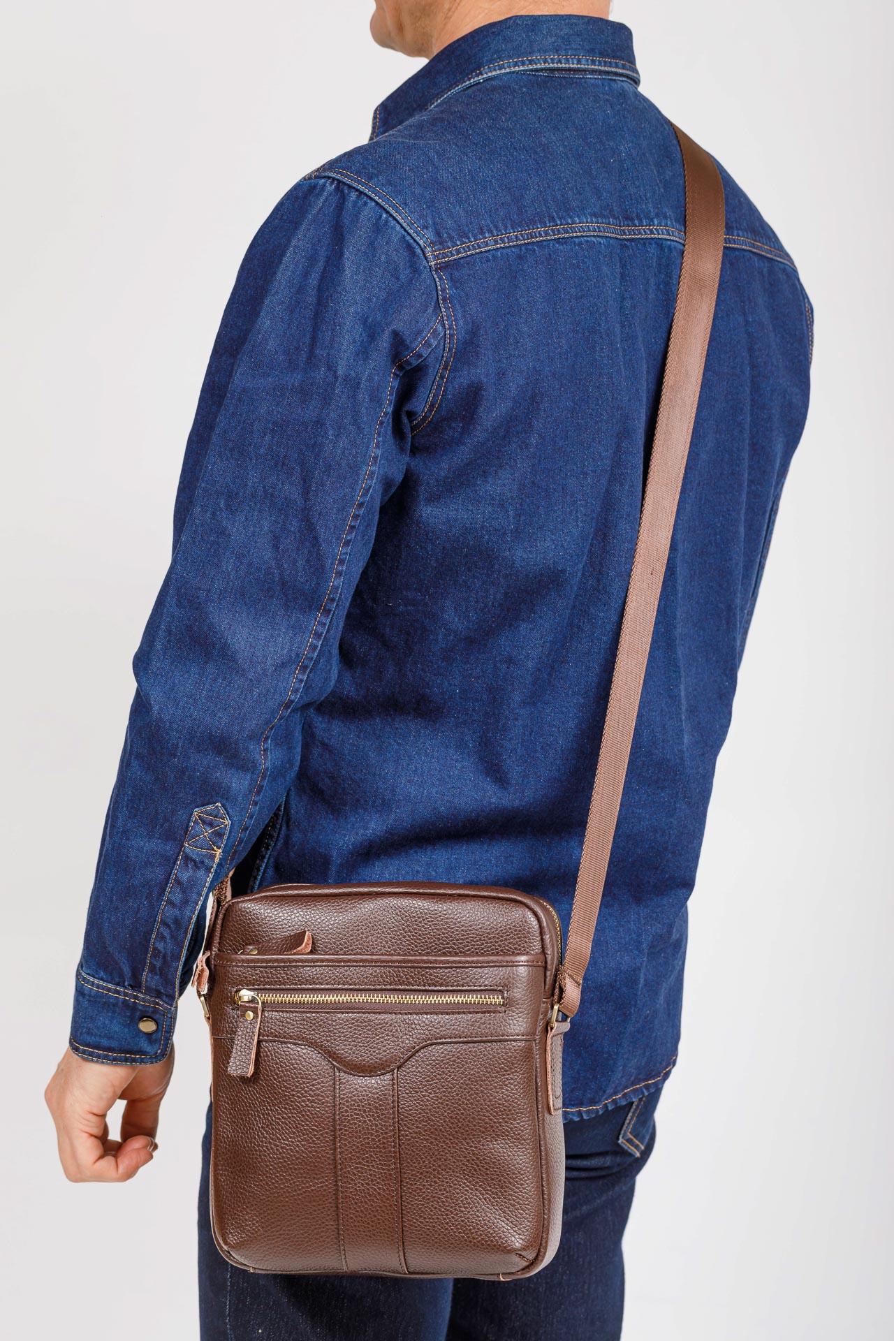 На фото 4 - Мужская кожаная сумка, цвет коричневый