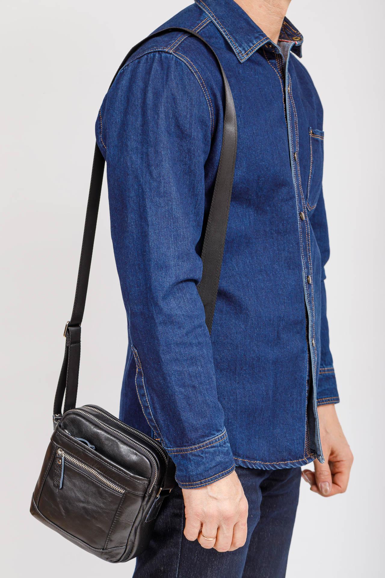 На фото 4 - Мужская сумка через плечо, натуральная кожа, цвет черный