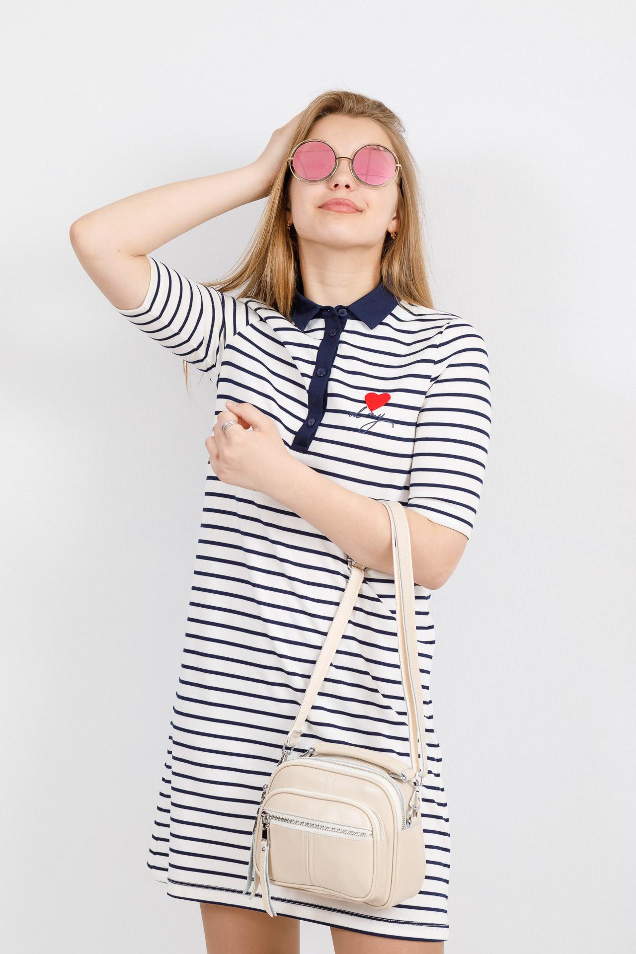 На фото 4 - Летняя сумка-малышка из натуральной кожи, цвет кофе с молоком