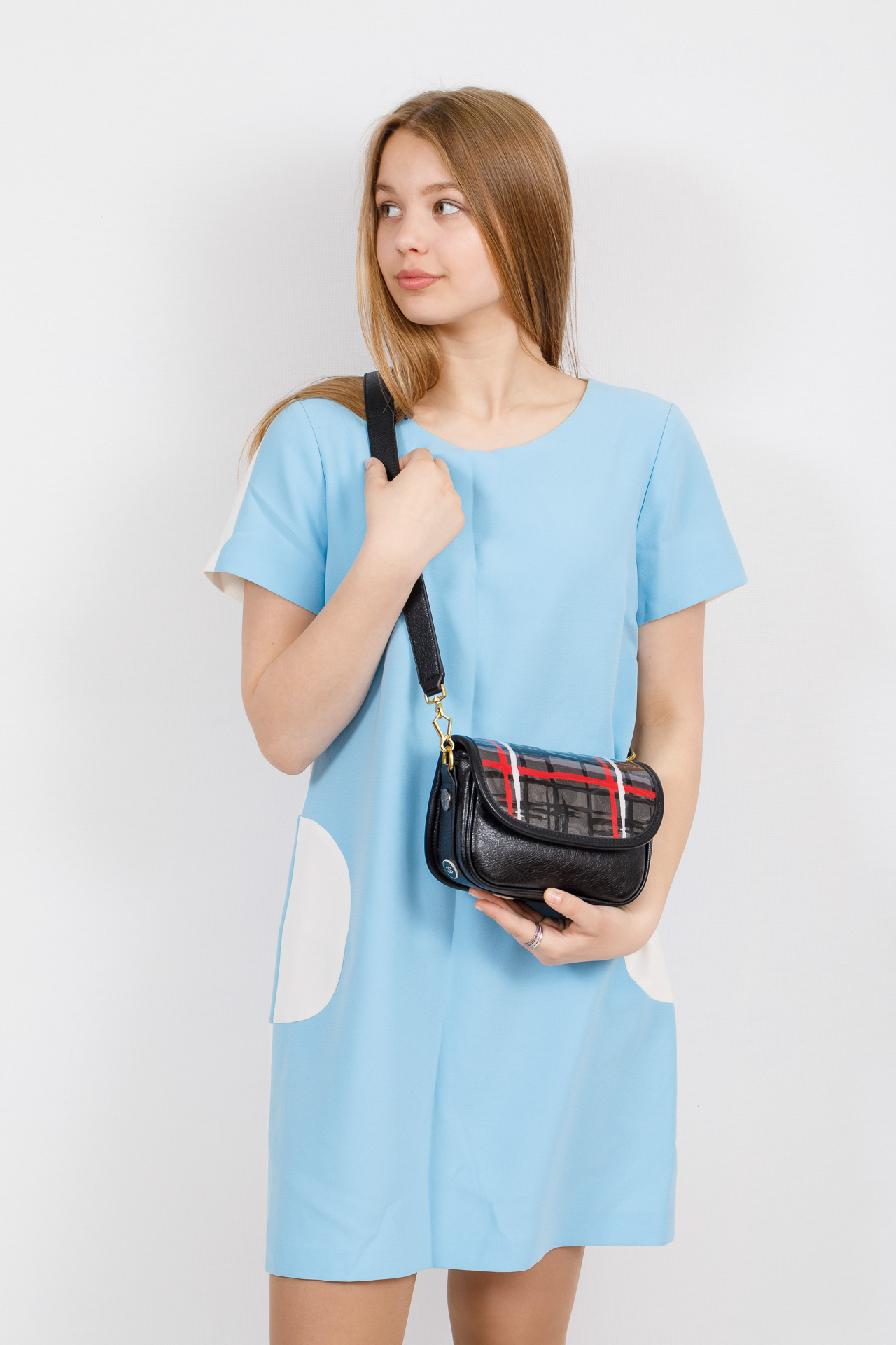 На фото 4 - Миниатюрная сумочка из искусственной кожи, цвет черный