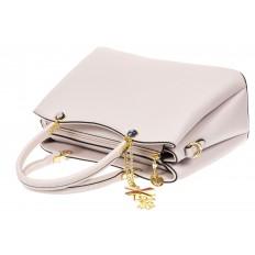 На фото 4 - Женская сумка тоут из кожзама с подвеской, цвет серо-белый