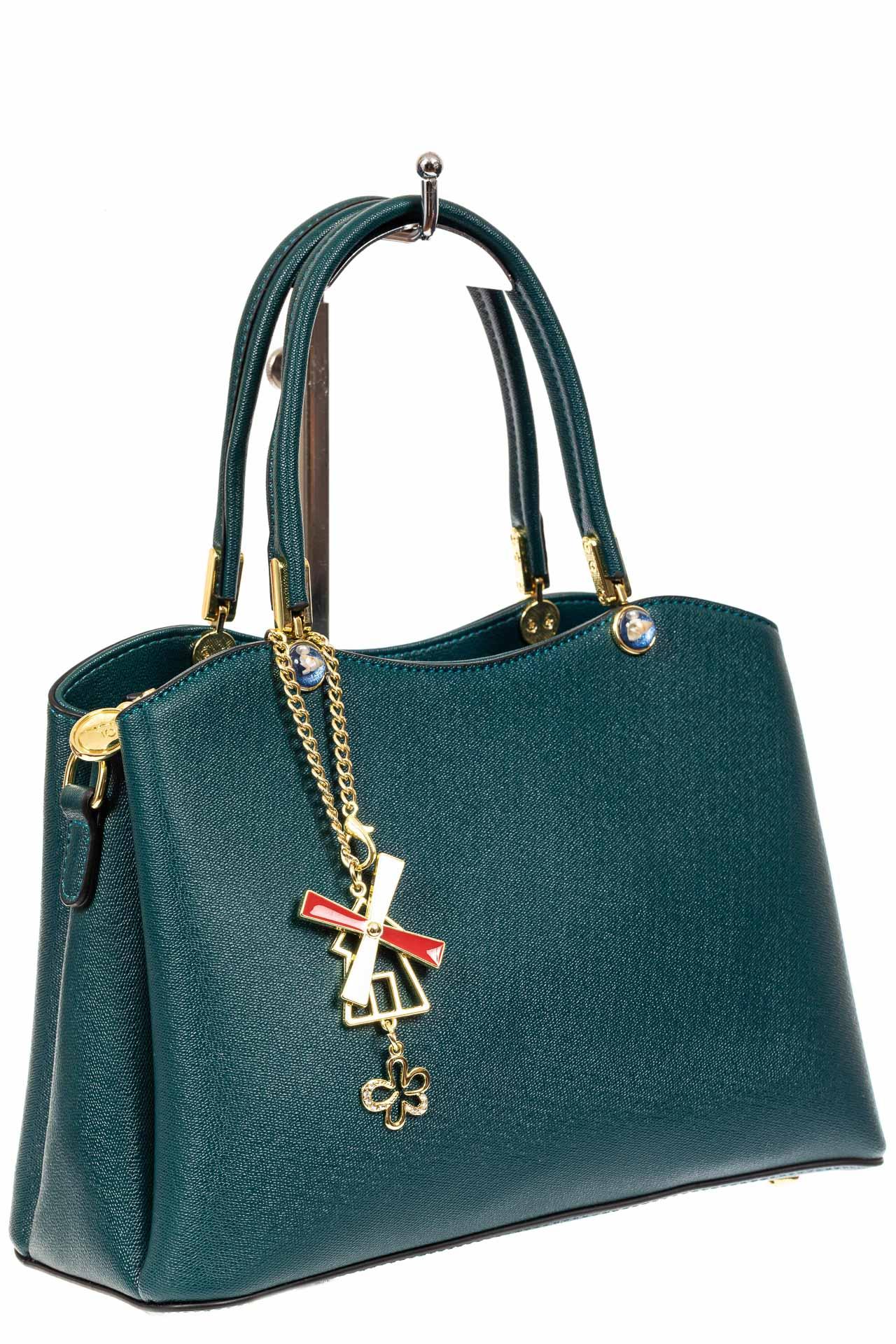 На фото 1 - Женская сумка тоут из кожзама с подвеской, цвет сине-зеленый