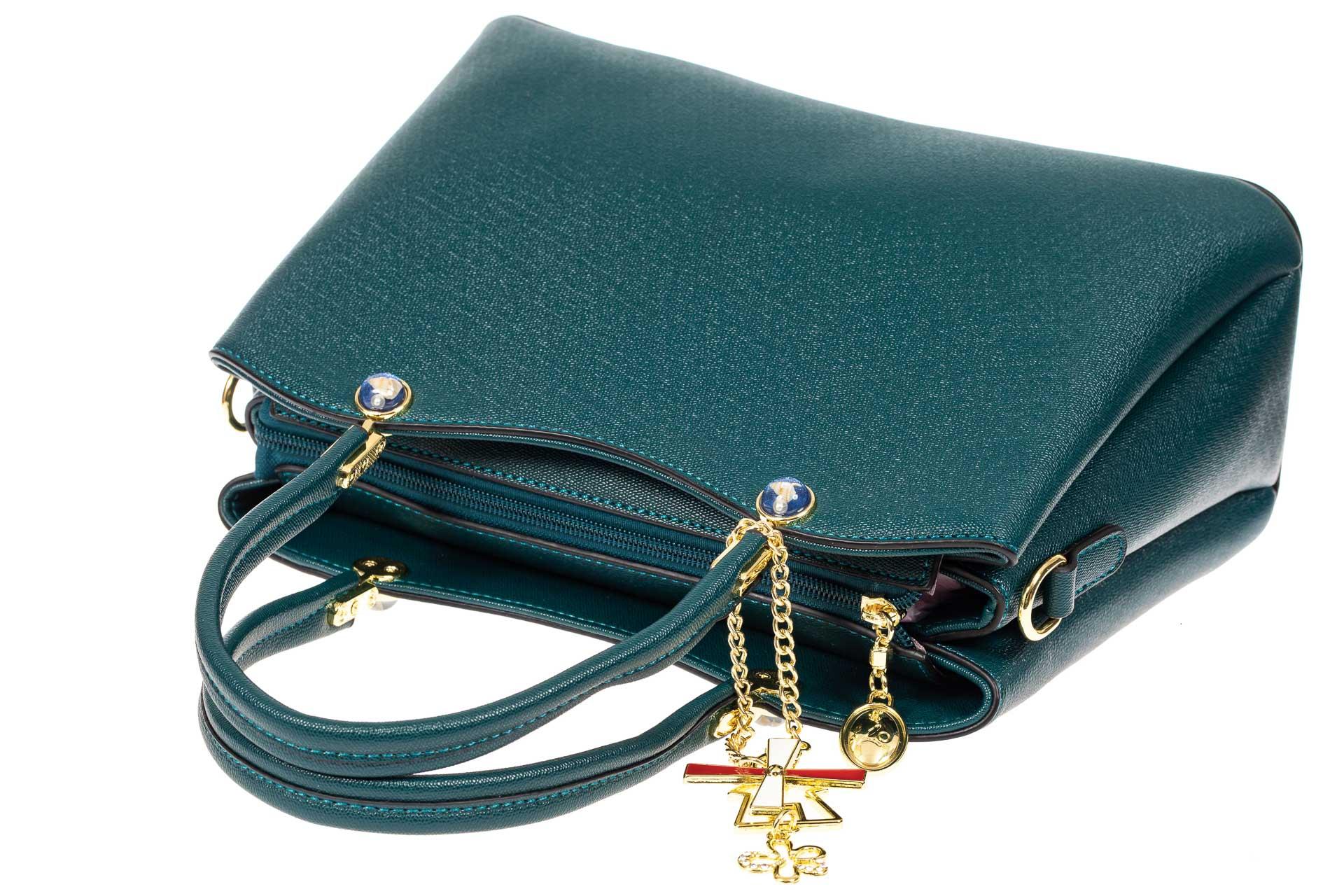 На фото 4 - Женская сумка тоут из кожзама с подвеской, цвет сине-зеленый