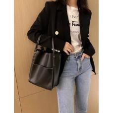 На фото 1 - Женская сумка с ручками-трансформерами из натуральной кожи, цвет чёрный