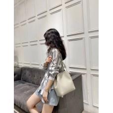 На фото 1 - Женская сумка с ручками-трансформерами из натуральной кожи, цвет белый
