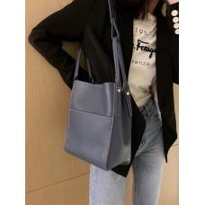 На фото 1 - Женская сумка с ручками-трансформерами из натуральной кожи, цвет синий