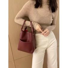 На фото 1 - Женская сумка с ручками-трансформерами из натуральной кожи, цвет бордовый