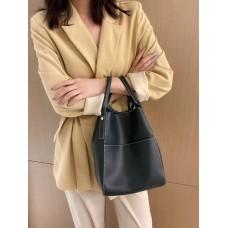 На фото 1 - Женская сумка с ручками-трансформерами из натуральной кожи, цвет тёмно-зелёный