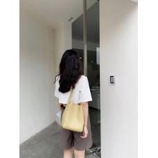 На фото 1 - Женская сумка с ручками-трансформерами из натуральной кожи, цвет светло-жёлтый