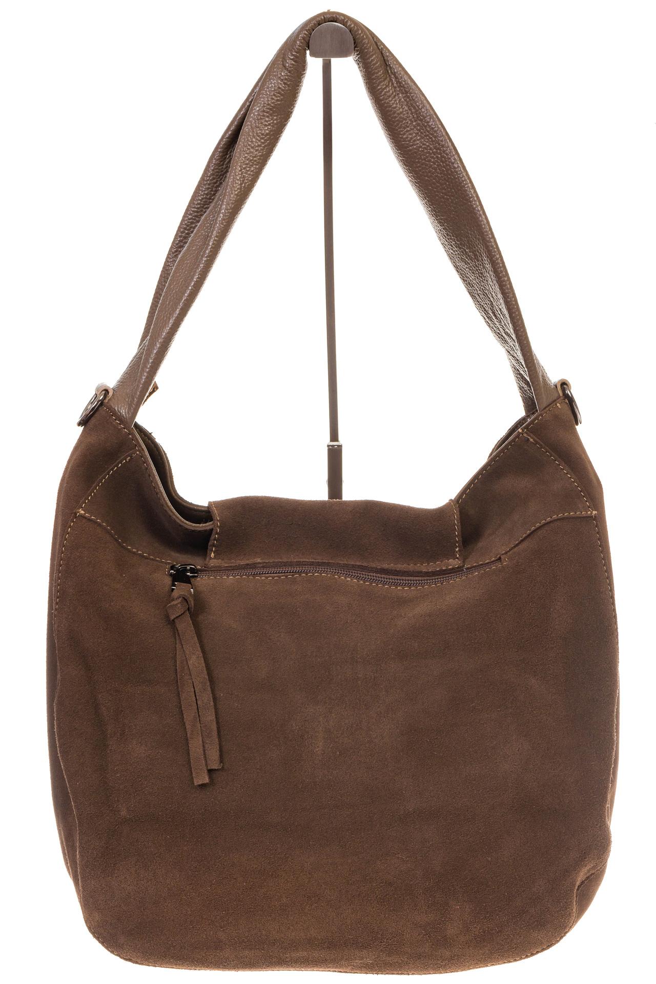 На фото 3 - Интересная замшевая сумка коричневого цвета