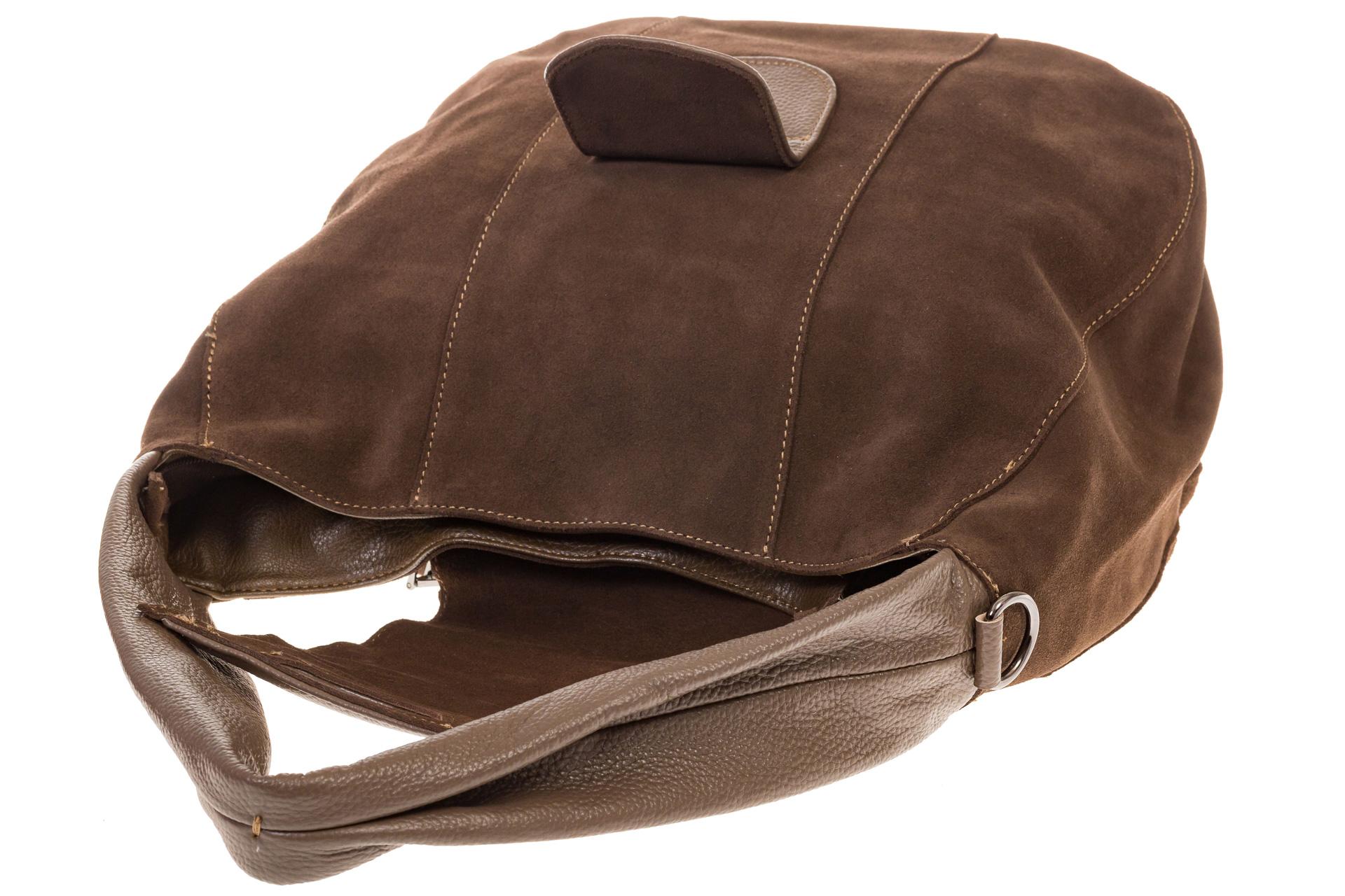 На фото 4 - Интересная замшевая сумка коричневого цвета