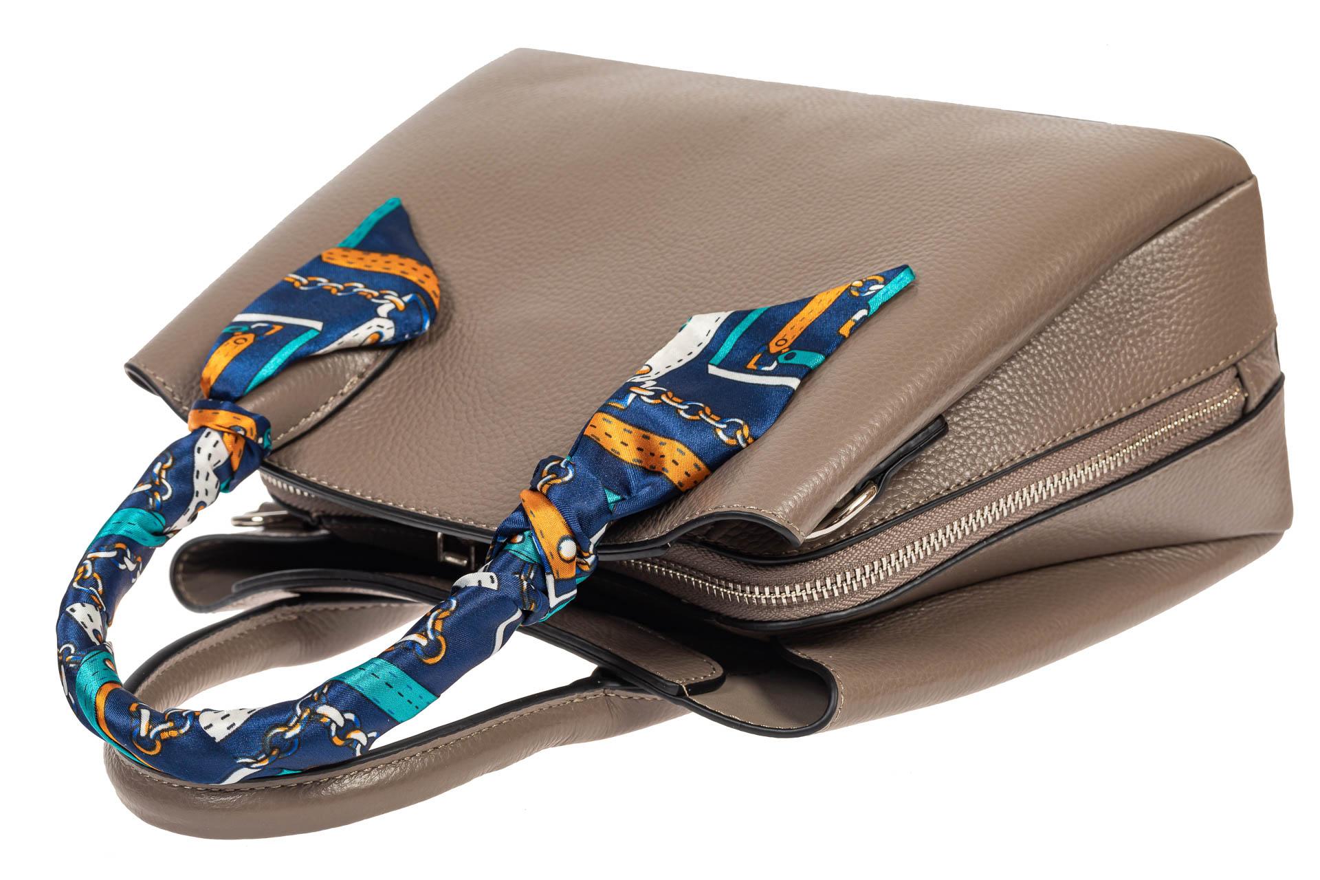 На фото 4 - Женская сумка из натуральной кожи с ярким твилли, цвет серый