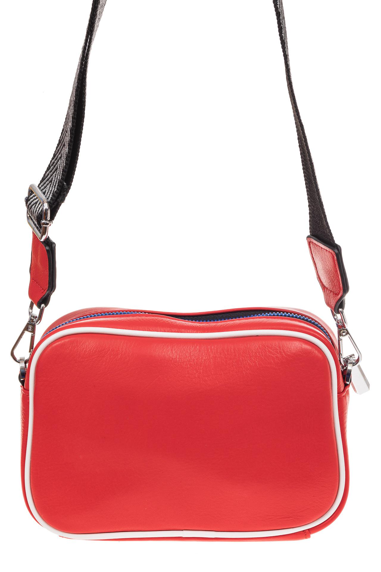 На фото 2 - Молодежная сумка из натуральной кожи, цвет красный